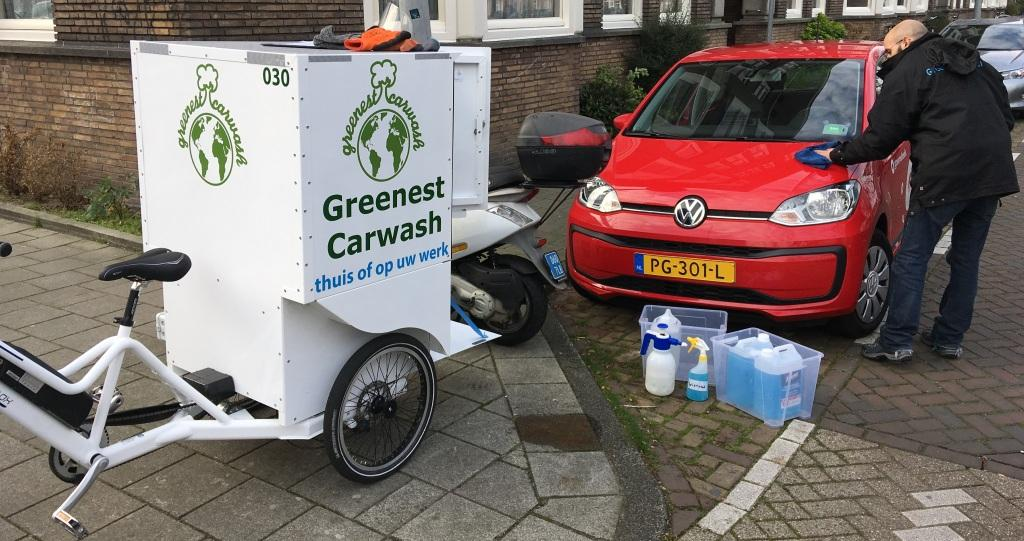 Cleaning cars with a Cargo Bike